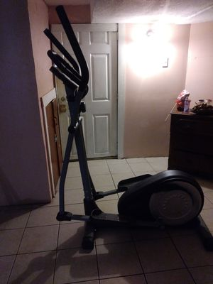 Elliptical exercise machine for Sale in Cleveland, OH