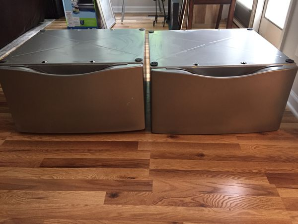 Whirlpool Duet washer and dryer Pedestals- Great condition