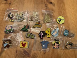 Random Disney Trading Pins - Lot #3 for Sale in Brea, CA