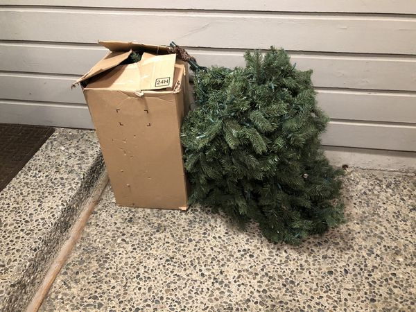 FREE! 6 ft Christmas Tree pre-lit