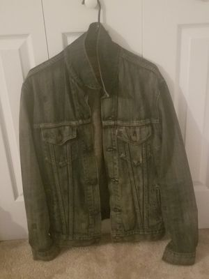 Men's Levi Denim Jean Jacket Size Medium for Sale in Fort Washington, MD