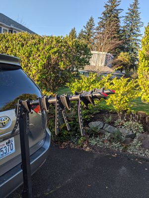 Bell 4-Bike Hitch Rack for Sale in Woodway, WA