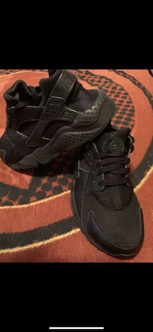 Nike's size 5Y black $25 for Sale in District Heights, MD