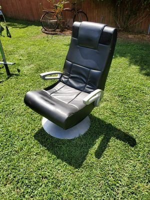 Gaming chair without cable to plug in for Sale in Shippensburg, PA