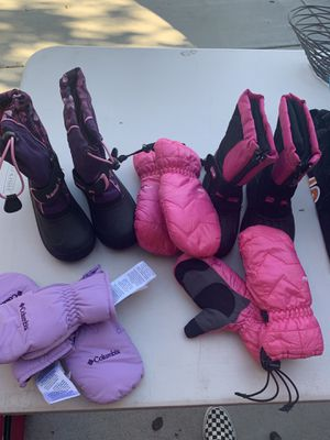 Snow boots and snow gloves for Sale in San Diego, CA