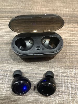 Brand new bluetooth wireless earphones earbuds earpods portable charging case sound A+ hands free calls Slim long lasting battery for Sale in Fort Lauderdale, FL