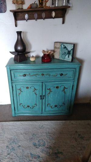 Antique like accent chest for any room for Sale in Evansville, IN