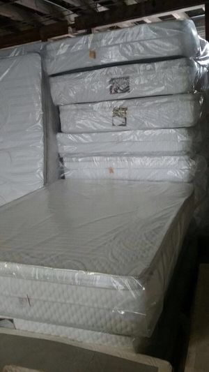 Queen size 1side pillow top mattress and box spring for Sale in Chicago, IL