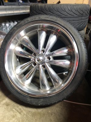 "Niche bella 20"" rims will fit 1988 to 1998 Chevy Silverado. Tires are no good, chrome no good for Sale in Garden Grove, CA"