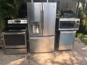STAINLESS STEEL KITCHEN SET BY GE (( BRAND NEWW)) for Sale in Tampa, FL