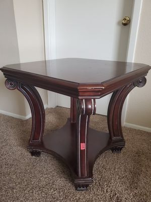Small table, desk, coffe table, end table, wood table for Sale in Houston, TX