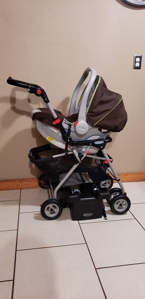 Graco click connect car seat & stroller with base for Sale in Pasadena, TX
