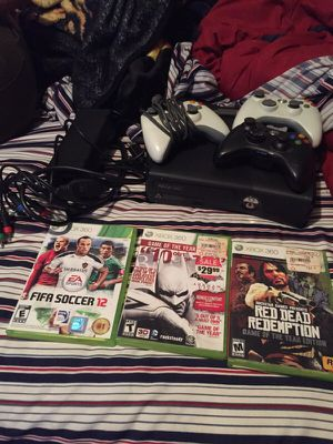 XBOX 360 comes with everything in picture for Sale in New York, NY