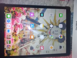 iPad pro 64gb 12.9 inch for Sale in Reedley, CA