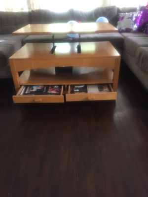 Wood coffee table for Sale in Lakewood, OH