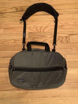 Patagonia Gray Messenger Shoulder Strap Bag Laptop Case Measure 16 X 11 x 4.5 for Sale in Pelham, NH