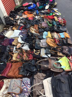 Lot of 228 purses & Laptop bags , backpacks for Sale in Hyattsville, MD