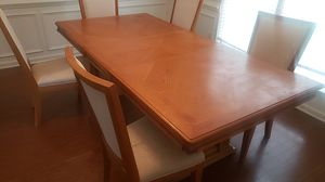 Dining room table for Sale in Fairburn, GA