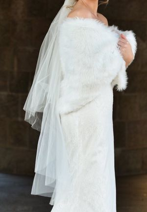 Wedding veil and faux fur shawl for Sale in Philadelphia, PA