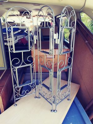 MINI SCREEN ROOM DIVIDER PHOTO DISPLAY for Sale in Tallmadge, OH
