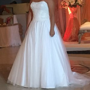 Wedding dress size 10 for Sale in Miami Gardens, FL
