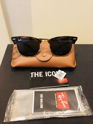 Ray Ban sunglasses Brand New never been worn for Sale in Chicago, IL
