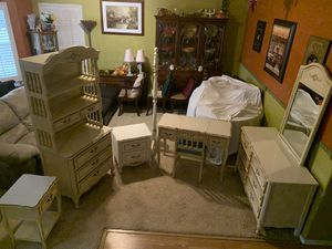 Vintage French Provincial Bedroom Set for Sale in Yuba City, CA