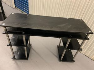 Desk in good condition for Sale in Arlington, VA