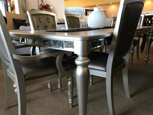 XY.Orsina Silver Mirrored Extendable Dining Set byHomelegance for Sale in Jessup, MD
