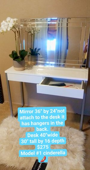 Set desk and mirror for Sale in Tucson, AZ