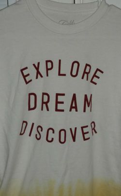 "Cold Crush ""Explore Dream Discover"" Shirt Size Medium for Sale in Verbena,  AL"