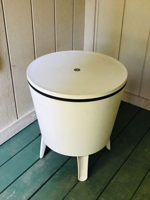 D'vision Ice Cooler Table for Sale in Pollock Pines, CA