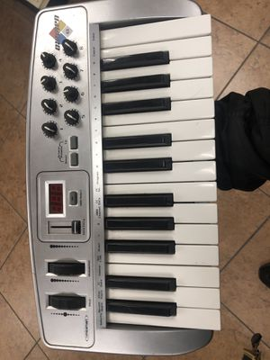 midiman oxygen 8 keyboard piano producer music beat maker for Sale in Los Angeles, CA