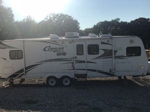 2009 Keystone Cougar 29FKS with Polar Package for Sale in Sioux City, IA