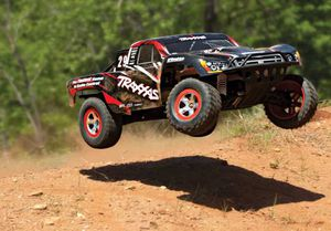 Traxxas Slash 2wd for Sale in Los Angeles, CA
