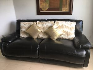 Power reclining loveseat./ Sofá Reclinable electrico. for Sale in Kissimmee, FL