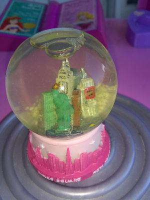 Statue of liberty ~ mini snow globe for Sale in Culloden, WV
