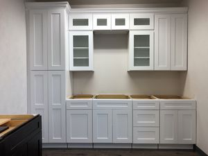 White shaker kitchen cabinets base,wall pantry island clapboards New wood soft close for Sale in Irving, TX