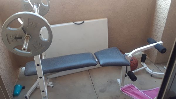 Weight bench with curl bar and two 25 inch weights