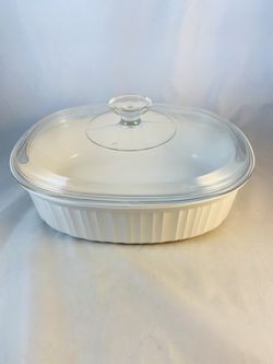 Corning Ware French White 2.8 Liter Casserole F-2-B with PyrexLid, excellent for Sale in San Antonio,  TX
