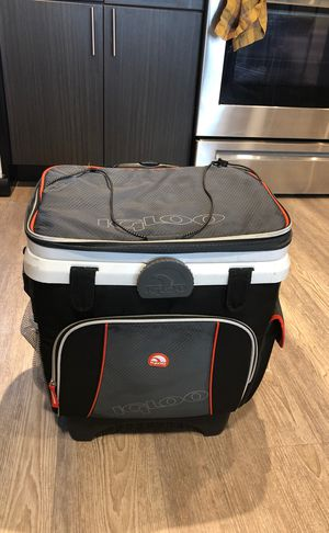 Igloo Cool Fusion 36-Can Roller MaxCold Cooler for Sale in Denver, CO