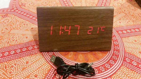 Digital alarm clock (wood grain)