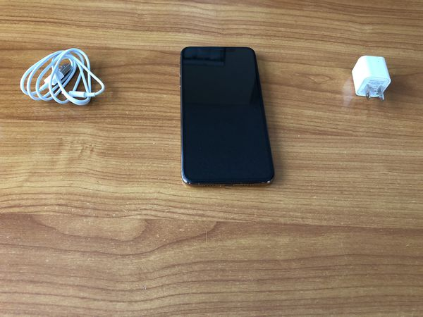 Factory Unlocked IPhone XS MAX 64 GB Good Condition You can use any sim any company