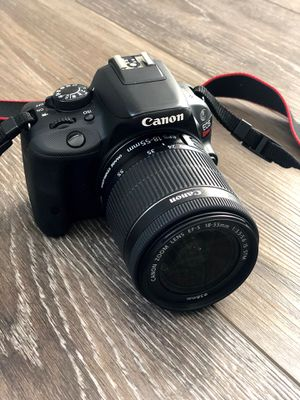 Canon camera and lens for Sale in Hayward, CA