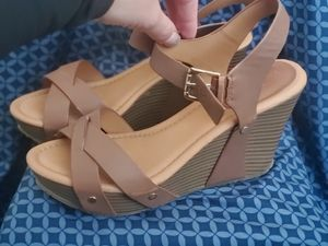 KENNETH COLE REACTION WEDGES SIZE 8! LIKE NEW for Sale in El Paso, TX