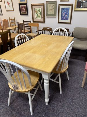 Country table and 4 chairs for Sale in Jacksonville, NC