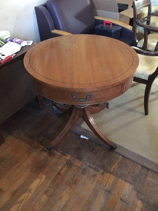 Vintage Round Table Hepplewhite style legs