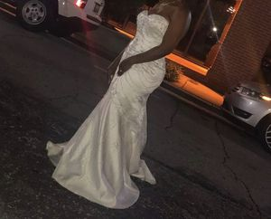 Beautiful DAVID BRIDAL size 14 off white wedding dress for Sale in Piedmont, SC
