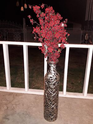 Vase and flowers for Sale in Temple City, CA
