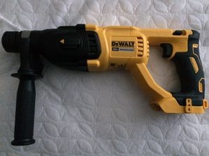 Dewalt 20v 1 in cordless SDS plus brushless D handle concrete & masonry rotary hammer (Tool only ) for Sale in Las Vegas, NV